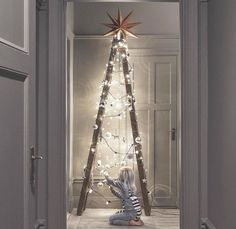 Si no quieres comprar un árbol natural, te damos algunas ideas de árboles de Navidad originales que te van a encantar. Los puedes hacer tú mismo.