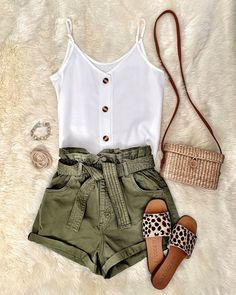 White linen top, olive shorts, straw bag, & leopard flats Source by pursuitsofthesouth outfits Bbq Outfits, Cute Summer Outfits, Cute Casual Outfits, Spring Outfits, Fashion Outfits, Womens Fashion, Fashion Trends, Fashion Ideas, Casual Dresses