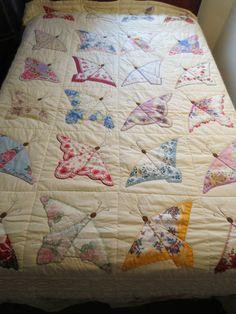 Vintage #quilting Hanky mariposa Quilt http://manualidades.facilisimo.com/foros/mas-manualidades/club-de-las-amigas-de-las-manualidades_1130180_472.html