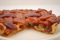Not your grandma's apple pie-yes that's bacon. On an apple PIE ya'll ! Just Desserts, Delicious Desserts, Dessert Recipes, Yummy Food, Pie Dessert, Grandmas Apple Pie, Maple Bacon Donut, Best Apple Pie, Apple Pies