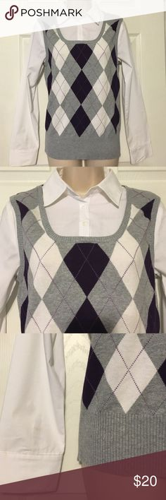 """Dressbarn Argyle Blouse Dressbarn argyle pullover blouse with three buttons at the collar. Size small, blouse measures approximately 17"""" armpit to armpit and is approximately 25"""" in length. The body is made with 100% cotton and the woven portion is 68% cotton, 28% polyester and 4% spandex. Only worn once. Dressbarn Tops Blouses"""