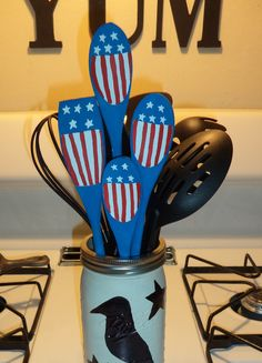 Americana Wooden Spoons...wood spoons & paint.~ Rustic, Country, Primitive, Red White Blue, American Flag, Home Décor, Kitchen, Easy Crafts, DIY, Nailed It 🌠