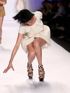 celebrity falls - Yahoo Image Search Results