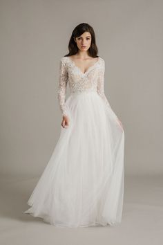 Different Styles Of Wedding Dresses. There are several designs of bridal gown, practically as many styles of wedding dresses as there are shapes of women. Wedding Dress Organza, Wedding Dress Sleeves, Long Sleeve Wedding, Boho Wedding Dress, Bridal Gowns, Wedding Gowns, Dresses With Sleeves, Bridal Lace, Dress Lace