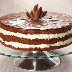 Bolo prestígio Cake Recipes, Snack Recipes, Easy Smoothie Recipes, Pumpkin Spice Cupcakes, Fall Desserts, Ice Cream Recipes, Chocolate Recipes, Eat Cake, Cupcake Cakes