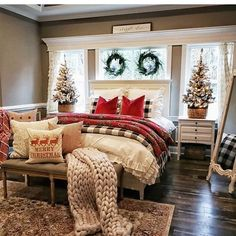 Top Christmas Bedroom Ideas For Prepare Christmas Celebration Do you plan to decorate your room with beautiful decorations for this Christmas? Don't stop your decorations only in the living room, but decorate your entire house to spread … Decor, Easy Christmas Diy, Pretty Christmas Decorations, Farmhouse Christmas Decor, Diy Christmas Decorations Easy, Holiday Room, Home Decor, Christmas Decorations Bedroom, Bedroom Decor
