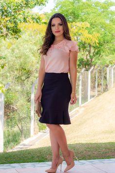 Conjunto Clarisse Blusa em Viscose com Aplique e Saia Sino Preta - 8535