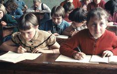 Klassefoto van 4e en 5 klas van de meisjesschool in Den Dungen. (fotocollectie BHIC)