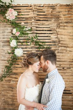Simply Put Vintage // Callie Pitts with Nancy Ray Photography // Victoria Austin Designs // Tre Bella Florist & Bridal // Makeup For Your Day// http://www.weddingchicks.com/2014/02/06/simple-comforts-wedding-inspiration/