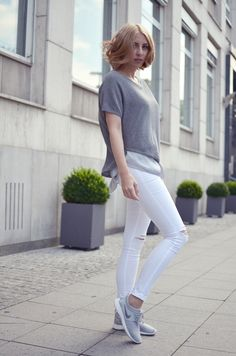 Outfit: graue Nikes and Jeggings | http://www.glasschuh.com/2015/07/outfit-graue-nikes-jeggings/ #grey# outfit #sporty #nike #sneaker #jeggings #blond #bob #glasschuhloves