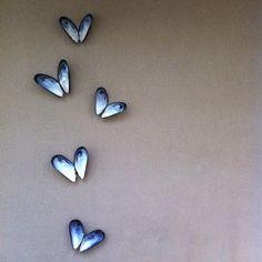 Bekijk de foto van OTK met als titel Mosselen op de muur! Stone Crafts, Rock Crafts, Crafts To Do, Arts And Crafts, Seashell Art, Seashell Crafts, Beach Crafts, Seashell Projects, Driftwood Crafts