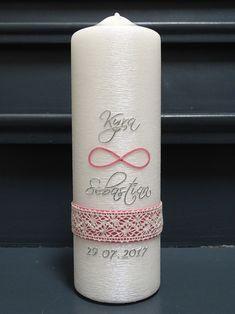 """**Die Hochzeitskerze spricht: """"Lasst an Eurem Hochzeitstag eine Kerze brennen. Sie ist ein leuchtendes Symbol. Sie soll Euch noch nach Jahren an das erinnern, was Ihr einander versprochen..."""