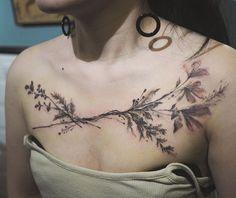 Tattooer Nadi rose flower tattoo