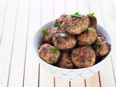 Le polpette di carne e ricotta al forno sono morbidissime grazie all'aggiunta della ricotta nell'impasto ma con una golosa crosticina croccante.