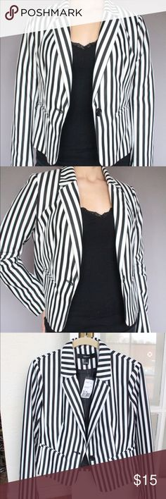 Forever 21   Black & White Striped Blazer (NEW) Forever 21 striped blazer. Size Large, runs small. Still has tags. In good condition. Forever 21 Jackets & Coats Blazers