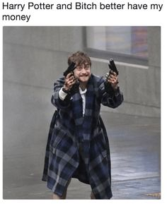 "Deranged Photos Of Daniel Radcliffe Are Getting The Royal Meme Treatment - Funny memes that ""GET IT"" and want you to too. Get the latest funniest memes and keep up what is going on in the meme-o-sphere. Daniel Radcliffe Harry Potter, Daniel Radcliffe Meme, Danielle Radcliffe, Daniel Harry Potter, Harry Potter Jokes, Harry Potter Cast, Draco, Percy Jackson, Hogwarts"