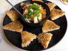 Uma das estrelas da nova casa, Taka Daru,  é a porção de refrescante vinagrete de lula e camarão com oniguiri (R$ 23,80)