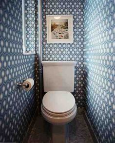 love this bathroom!  (but, boy, do i want to straighten that photo!)