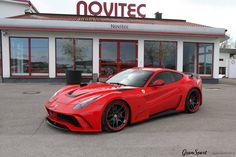 Trochę koloru w listopadowe dni :)  Limitowany Novitec N-Largo S na bazie Ferrari F12berlinetta. 11 egzemplarzy, 781 KM oraz szerooki bodykit. Podoba Wam się taka wizja klasycznej berlinetty?  Jeśli tak, mamy dla Was złą wiadomość - wszystkie zaplanowane egzemplarze zostały już sprzedane 🚗💨  Pozostaje jedynie mniej radykalny, lecz równie piękny, standardowy pakiet Novitec - na przykład taki jak w modyfikowanym przez nas F12: http://gransport.pl/blog/realizacja-ferrari-f12-berlinetta-nov
