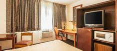 Stay at Rodeway Inn Portland Oregon Zoo Hotel featuring excellent rooms amenities with free Wi-Fi, Continental Breakfast, ample Parking. Vincent Medical Center hotels at fair price.