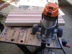 Learn how to make a wooden cutting board in 11 easy steps. Use this tutorial to build your own DIY cutting board. Diy Projects For Men, Scrap Wood Projects, Diy Furniture Projects, Wood Furniture, Craft Projects, Diy Wood Planters, Easy Woodworking Ideas, Creative Inventions, Wooden Coat Rack