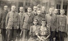 Jewish prisoners posing for a photo after release from Dachau, 1945 (Yad Vashem archives) x Jewish History, World History, Interesting History, Persecution, The Victim, Photo Archive, World War Two, Historical Photos, History