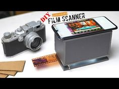 Build a smartphone film scanner using cardboard and an old flashlight. A convenient and easy way to digitalize and scan your old film negatives. Share t. Mobile Film, Photo Negative, Foto Transfer, Diy Cardboard, Types Of Cameras, 35mm Film, Led Flashlight, Shutter Speed, Tecnologia