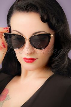 These classy 50s Dita Cat Eye Sunglassesare a fabulous 50s vintage accessory for the sunny days!Oh la la... who is that gorgeous and musterious woman? That's you with these beautiful sunglasses! The cat-eye style is in black has contrasting gold toned details for an edgy effect. The poly carbon lenses feature a dark grey coating and offer UV-protection during those lovely sunny days.Where is the sun?! ;-)   Gold toned details Poly carbon lenses wit...