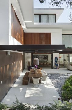 Gisele Taranto做的一套别墅,室内与花园,户外用的全部是paola lenti的家具