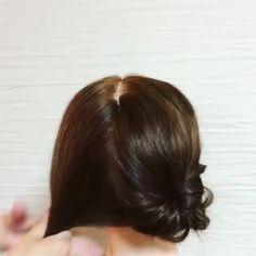photo by @mikajiiiii 浴衣とも相性抜群、お子様にもやってあげたいキュートなアレンジといえば、くるりんぱお団子♡ . こちらのアレンジを教えてくれるのは、夫婦で美容室をしていらっしゃるmikaさんです。 ゴム2本、ピン4〜6本を用意して早速トライ! 1.髪の毛を2つに分けます。 2.クルリンパし、クルリンパした所をほぐします 3.下の毛束を三つ編みしてほぐします。 4.くりくるまきつけておだんごにし、ピンで止めていきます。 5.おだんご部分を少しずつほぐします。反対側も同じように繰り返しましす*全体のバランスを整えて完成です。 (※文章を引用させていただきました) ピンうちが苦手な人は、あえてかわいいパッチン止めなどで止めるのもおすすめだそう! あどけなさの残るツインテールで、キュンとかわいい夏を過ごしましょう♡ 他にもmikaさんのアカウントには、動画でアレンジが開設されています。お子様にピッタリなアレンジもあるのでママさんは要チェックです◎ . #MERY#mery_hair_arrange#mery_hair_medium#mery_hair_...
