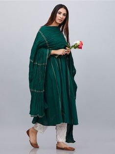 Add a Charm to your Wardrobe with the best combination of Suit Sets - Hand Printed & hand embroidered in the perfect cottons & Silks. Cotton Dress Indian, Dress Indian Style, Indian Dresses, Indian Outfits, Pakistani Dresses Casual, Pakistani Dress Design, Casual Dresses, Fashion Dresses, Churidar