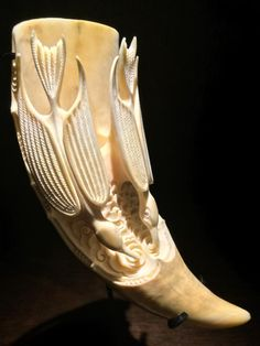 'Kokako Puna' (Hei, whale tooth ) by Rangi Kipa. Antler Crafts, Antler Art, Ale Horn, Bone Crafts, Maori Art, Carving Designs, Bone Carving, Art Market, Antlers