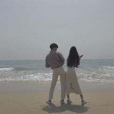 cute ulzzang couple 얼짱 pair kawaii adorable korean pretty beautiful hot fit japanese asian soft aesthetic g e o r g i a n a : 人 Cute Relationship Goals, Cute Relationships, Cute Couples Goals, Couples In Love, Couple Posing, Couple Shoot, Korean Couple Photoshoot, Friend Pictures, Couple Pictures