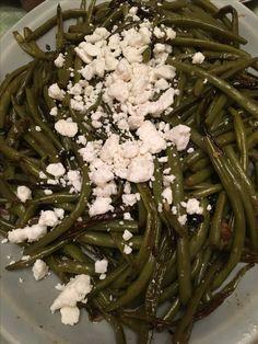 String beans with feta cheese. Caprese Recipe, Caprese Chicken, Green Beans, Feta, Cheese, Vegetables, Recipes, Gourmet