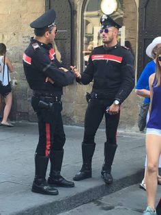 What do you think about the Italian police uniform?