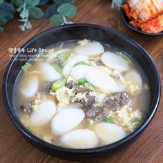 Korean Dishes, Korean Food, Rice Cake Soup, K Food, Vegan Food, Asian Recipes, Ethnic Recipes, Tasty, Yummy Food