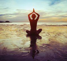 Med·i·ta·tion Temp·ta·tion- Inner, outer peace through yoga, food, and meditation. Pranayama, Chakras, Friday Workout, Fitness Friday, Beach Yoga, Online Yoga, Stress, Yoga Meditation, Namaste Yoga