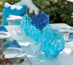 Blue and white tablescape centerpiece idea