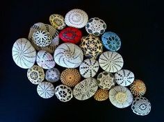 crocheted stone by Margie Oomen of Resurrection Fern. a real art form. Crochet Stone, Freeform Crochet, Rock Crafts, Arts And Crafts, Art Au Crochet, Learn Crochet, Resurrection Fern, Grandma Crafts, Pebble Art