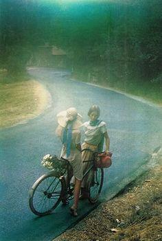 1970s? by David Hamilton http://www.amazon.com/The-Reverse-Commute-ebook/dp/B009V544VQ/ref=tmm_kin_title_0