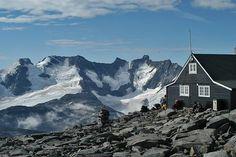 fanaråken turisthytte - Hoogste berghut van DNT. In mist naar boven en beneden, ruim 1300 meter. Alleen 's ochtends vroeg bij zonsopgang een ongelooflijk uitzicht! De moeite waard!