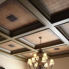 Кессонный потолок с вставками из материала гобелен
