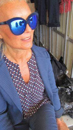 fashion50+ http://bastonidifashion.blogspot.it/2015/09/blu-colore-di-tendenza-autunno.html