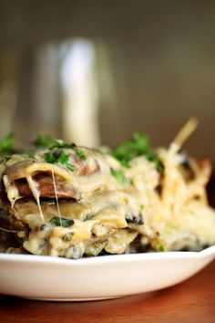 Mushroom and Spinach Lasagna | This easy vegetarian lasagna has a light parmesan spinach sauce and earthy mushrooms. It also freezes wonderfully - perfect for make-ahead freezer meals! Vegetarian.