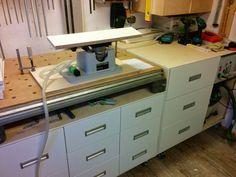 Werkbank selber bauen - Anfangs hatte ich einen Metabo-Arbeitstisch. Schwarz, aus Plasik mit 3 Einhandzwingen aus Plastik. War toll, damals. Nur hatte ich