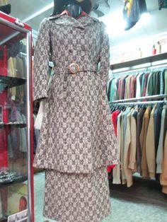 Cappotto più gonna in tweed spigato marrone anni  60/70.  Twill coat plus skirt/ late 60's early 70's.. Made in Italy di FermataDautobus su Etsy