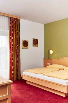Zu zweit ist Urlaub gleich viel schöner. ♥ #klöcherhof #domittner Restaurant, Bed, Furniture, Home Decor, Double Room, Vacation, House, Nice Asses, Decoration Home