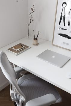 Best Home Office Desk, Home Office Space, Office Spaces, Arne Jacobsen, Chair Eames, Modern Home Offices, Home Studio Setup, Most Comfortable Office Chair, Simple Desk