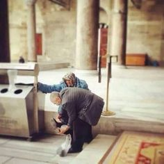 True love never dies. Cute Muslim Couples, Old Couples, Elderly Couples, Cute Couples Goals, Muslim Couple Photography, Freaky Relationship Goals Videos, Cute Love Pictures, Love In Islam, Love Husband Quotes