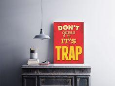 """Placa decorativa """"Don't Grow Up It's a Trap""""<br />Temos quadros com moldura e vidro protetor e placas decorativas em MDF.<br />Visite nossa loja e conheça nossos diversos modelos.<br />Loja virtual: www.arteemposter.com.br<br />Facebook: fb.com/arteemposter<br />Instagram: instagram.com/rogergon1975<br />#placa #adesivo #poster #quadro #vidro #parede #moldura"""